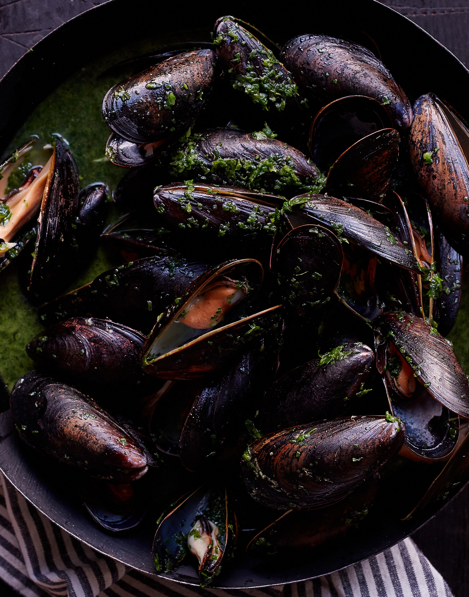 41_Steamed_Mussels_with_Basil_J_Miller_0864